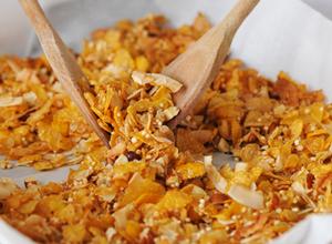grillage des noix et céréales pour le muesli sans gluten