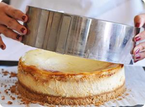 Démoulage Cheesecake Banane Caramel sans gluten