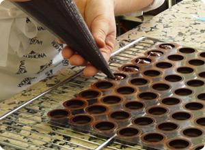 Remplissage ganaches chocolats stage Valrhona