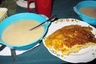 Pancake sans gluten et crème de quinoa au lait concentré