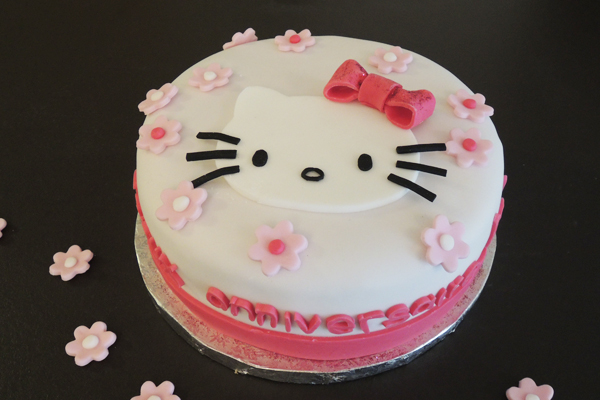 decoration gateau kitty