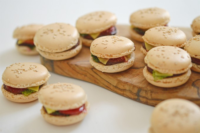 mac burger macarons