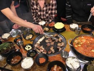 BBQ coréen dans un restaurant à Séoul Sansgu