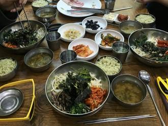 Bibimbap au thé vert dans un restaurant à Boseong