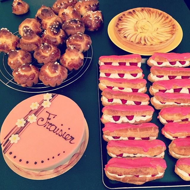 CAP blanc brioches à tête, tarte aux pommes, éclairs chantilly framboises, fraisier