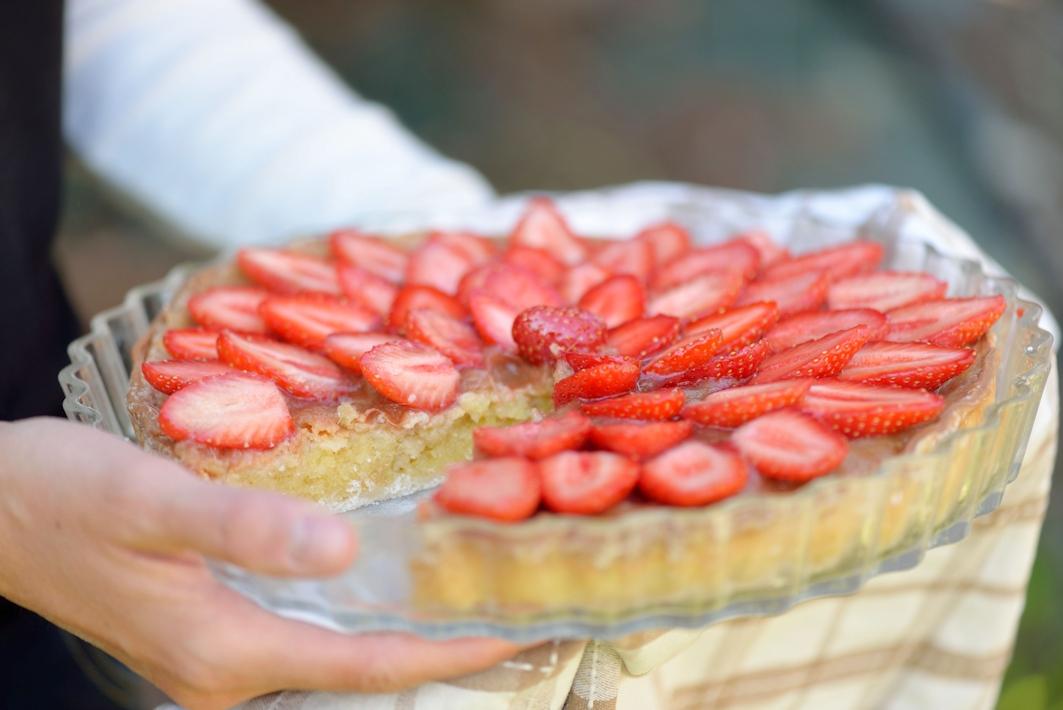 tarte fraises rhubarbe et cr me d amande sans gluten. Black Bedroom Furniture Sets. Home Design Ideas